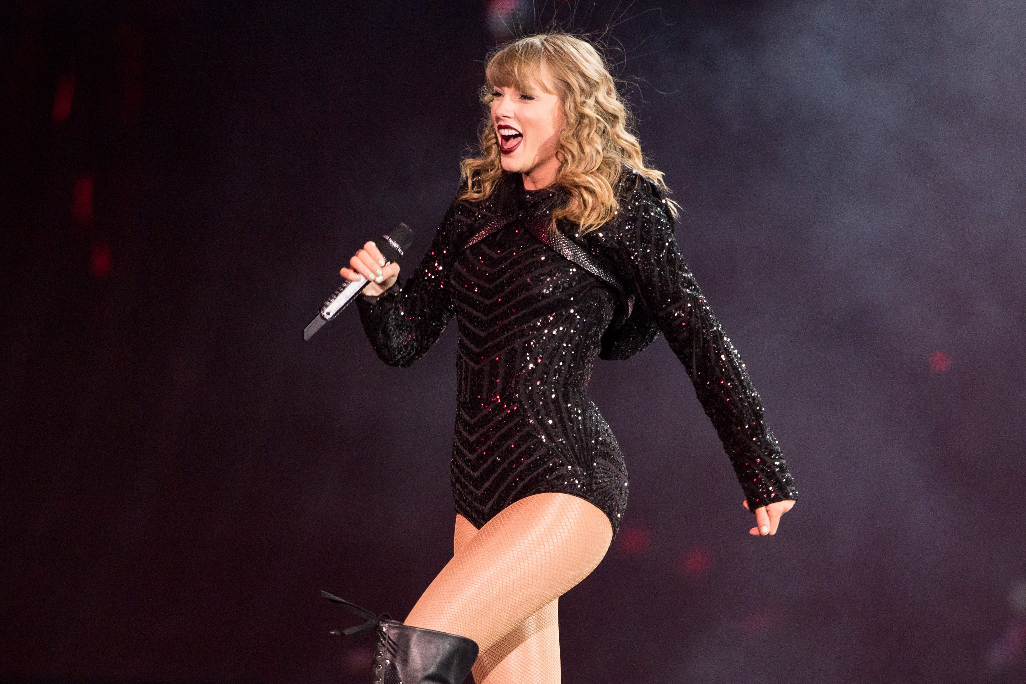 Taylor Swift donates $1 million to Tennessee tornado relief; Sheryl Crow holds clothing drive