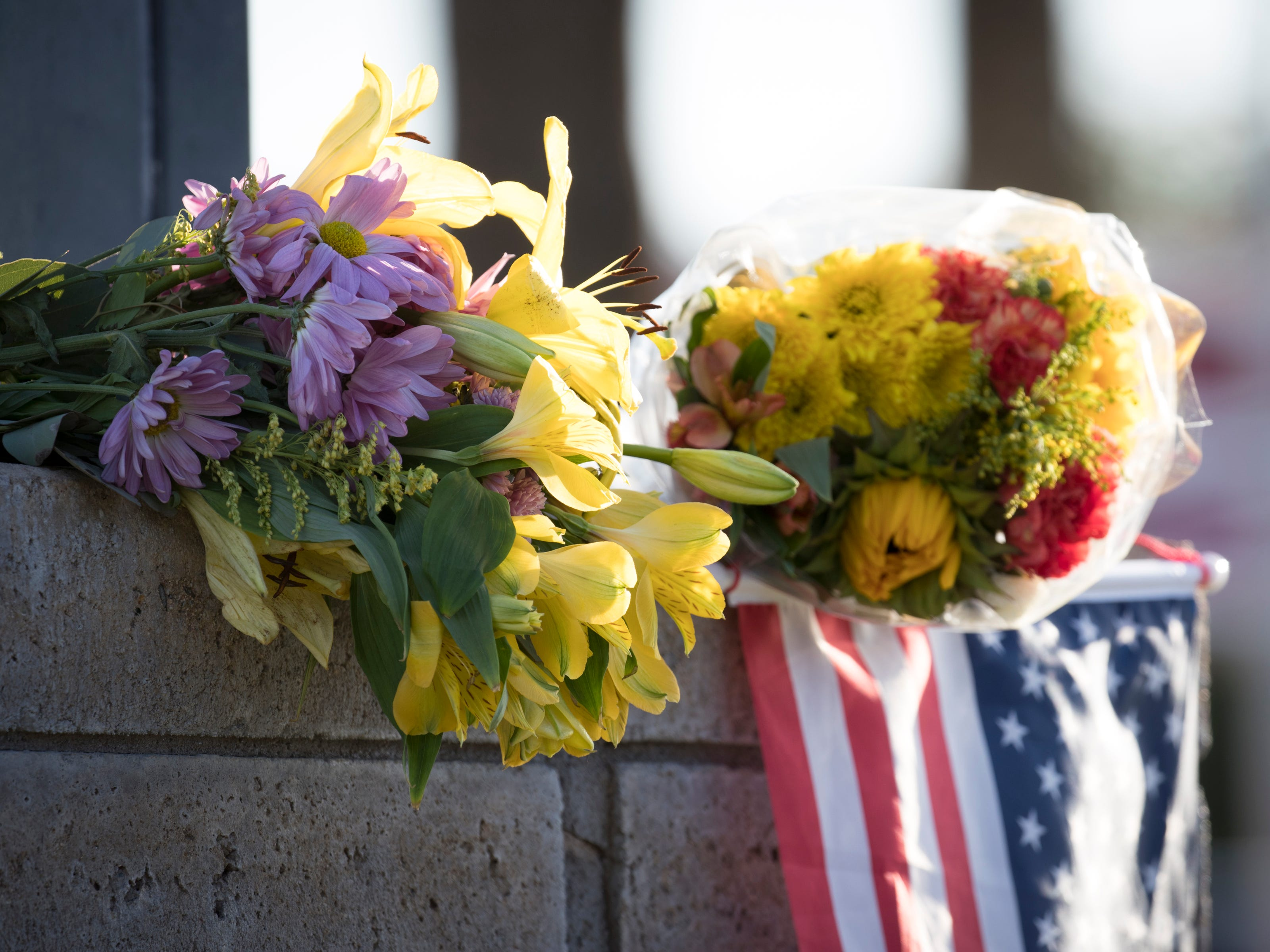 A makeshift memorial to honor Senator John McCain at the A. L. Moore Grimshaw Mortuary, Aug. 26, 2018, at 710 W. Bethany Home Road in Phoenix.