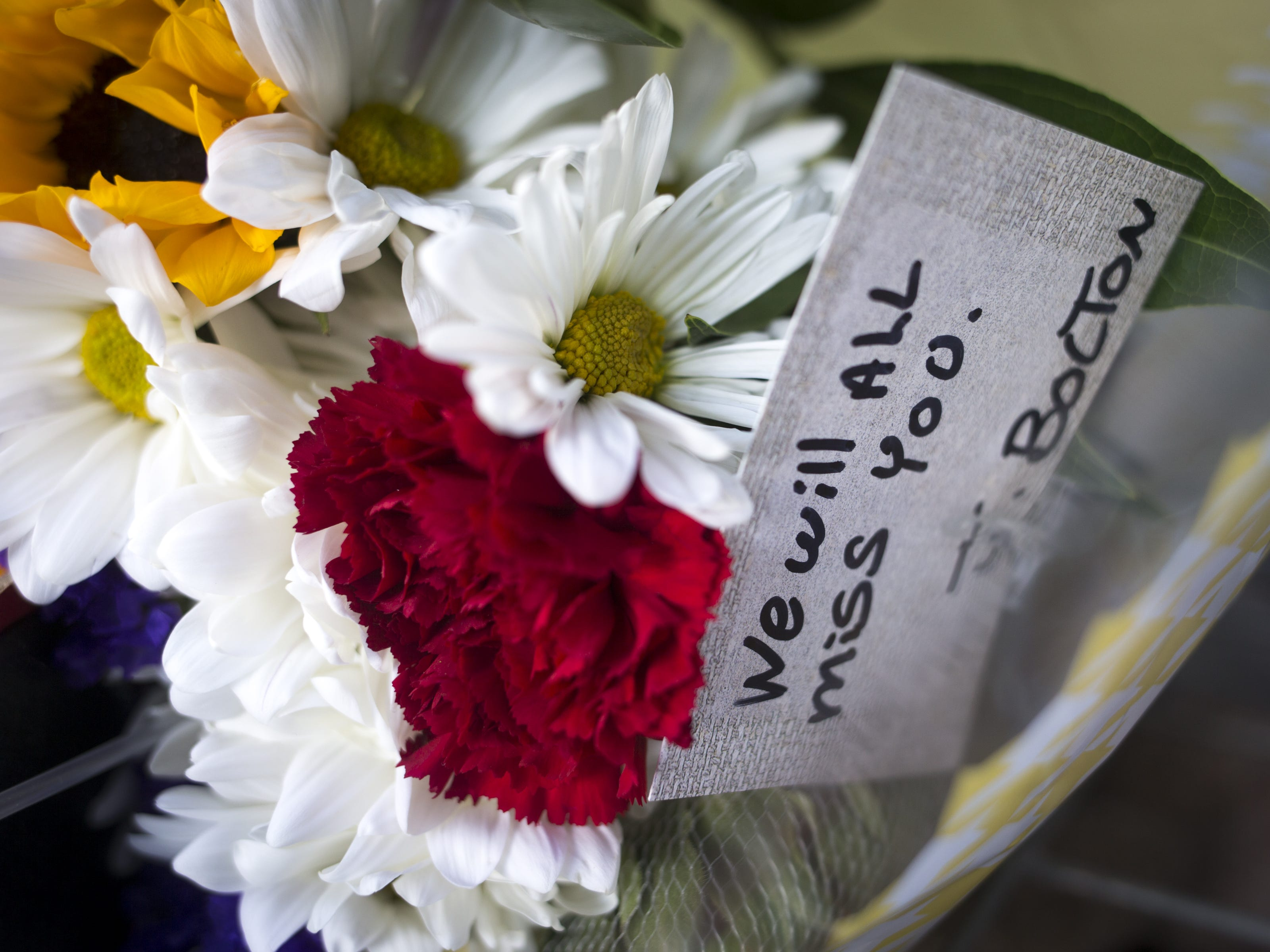James Bolton left cards and flowers at the makeshift memorial outside Sen. John McCain's office on Aug. 26, 2018, in Phoenix.