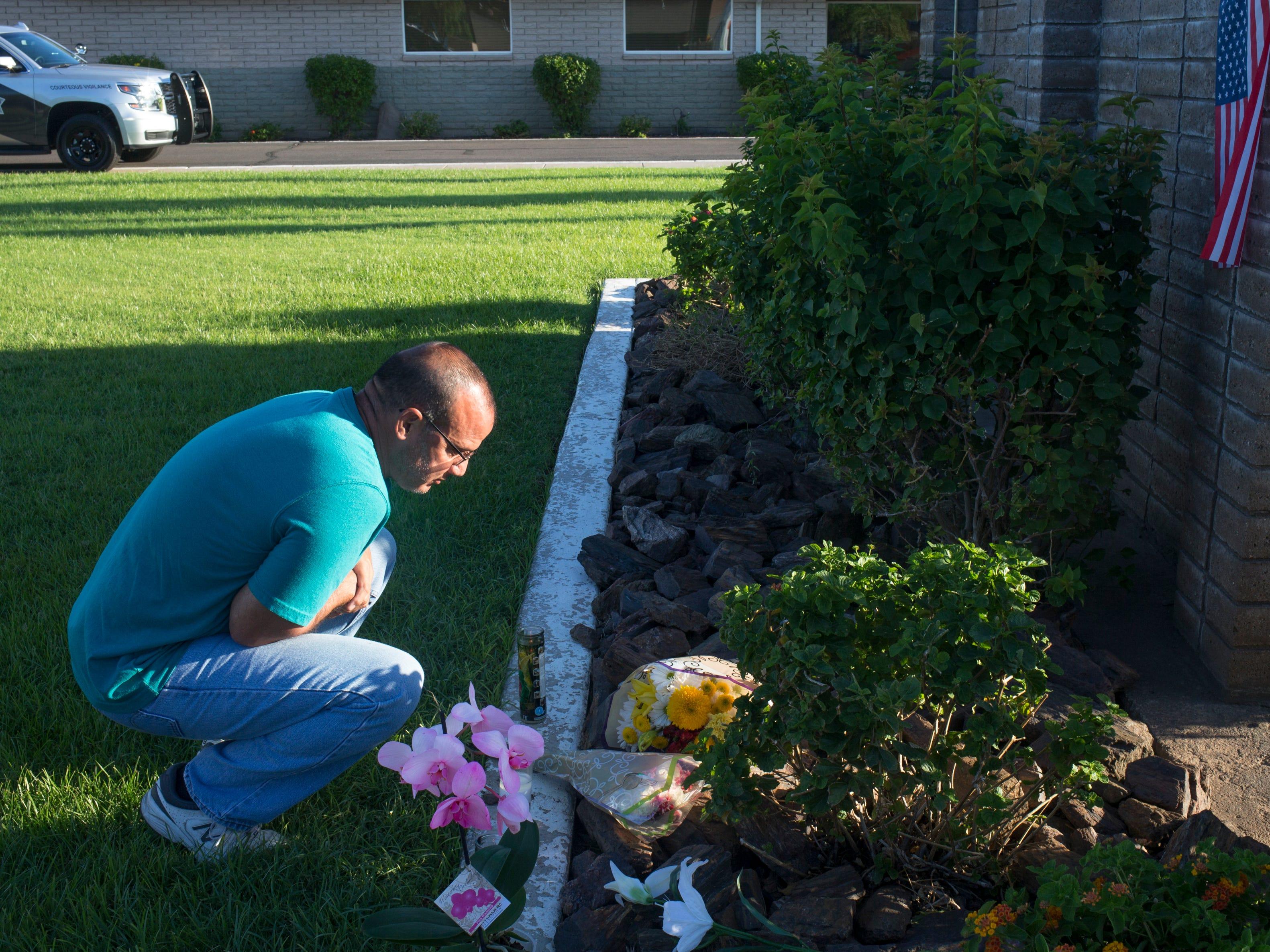 Dan Rivera visits the makeshift memorial to honor Senator John McCain at the A. L. Moore Grimshaw Mortuary, Aug. 26, 2018, at 710 W. Bethany Home Road in Phoenix.