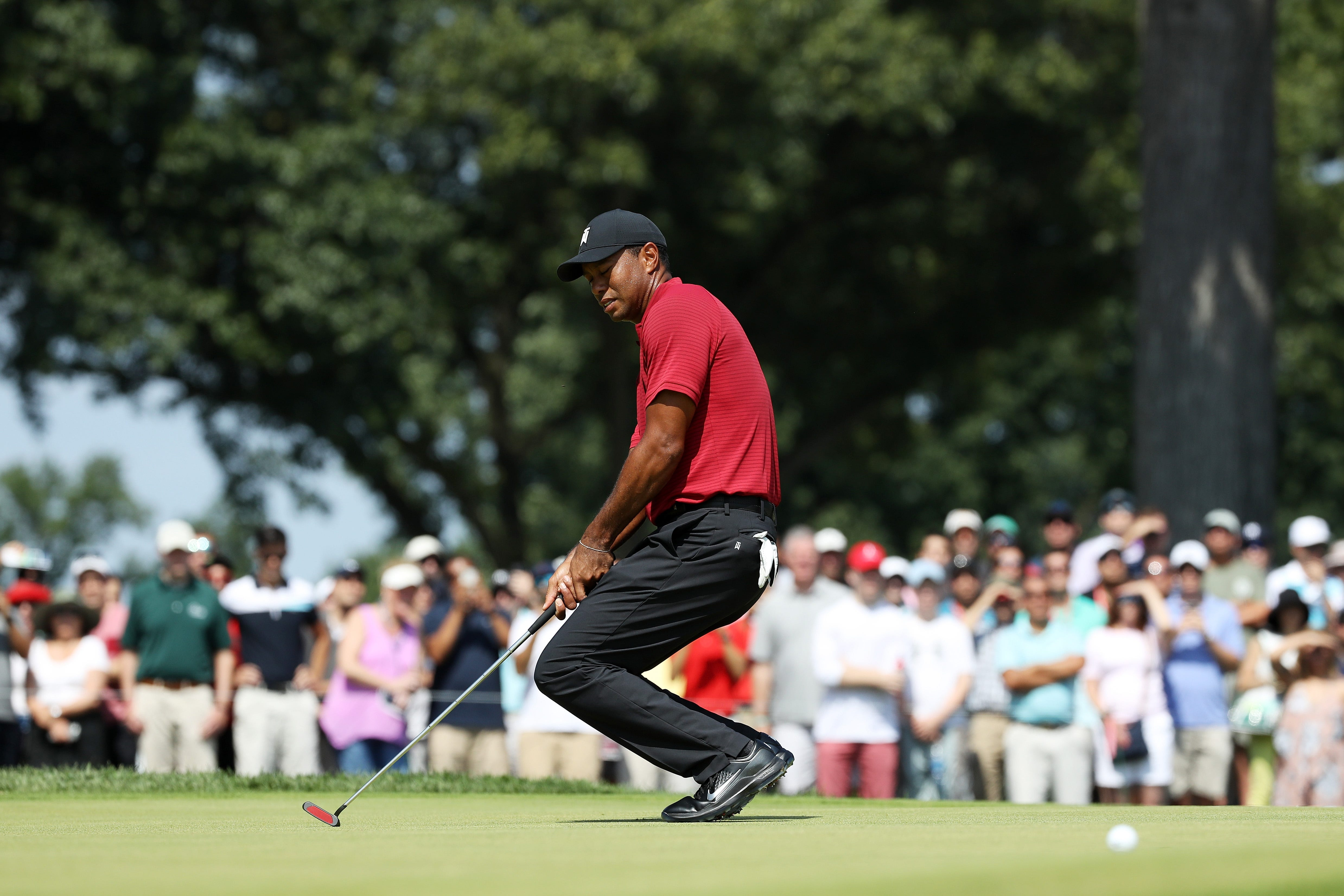 Putting woes continue to pummel Tiger Woods in Northern Trust