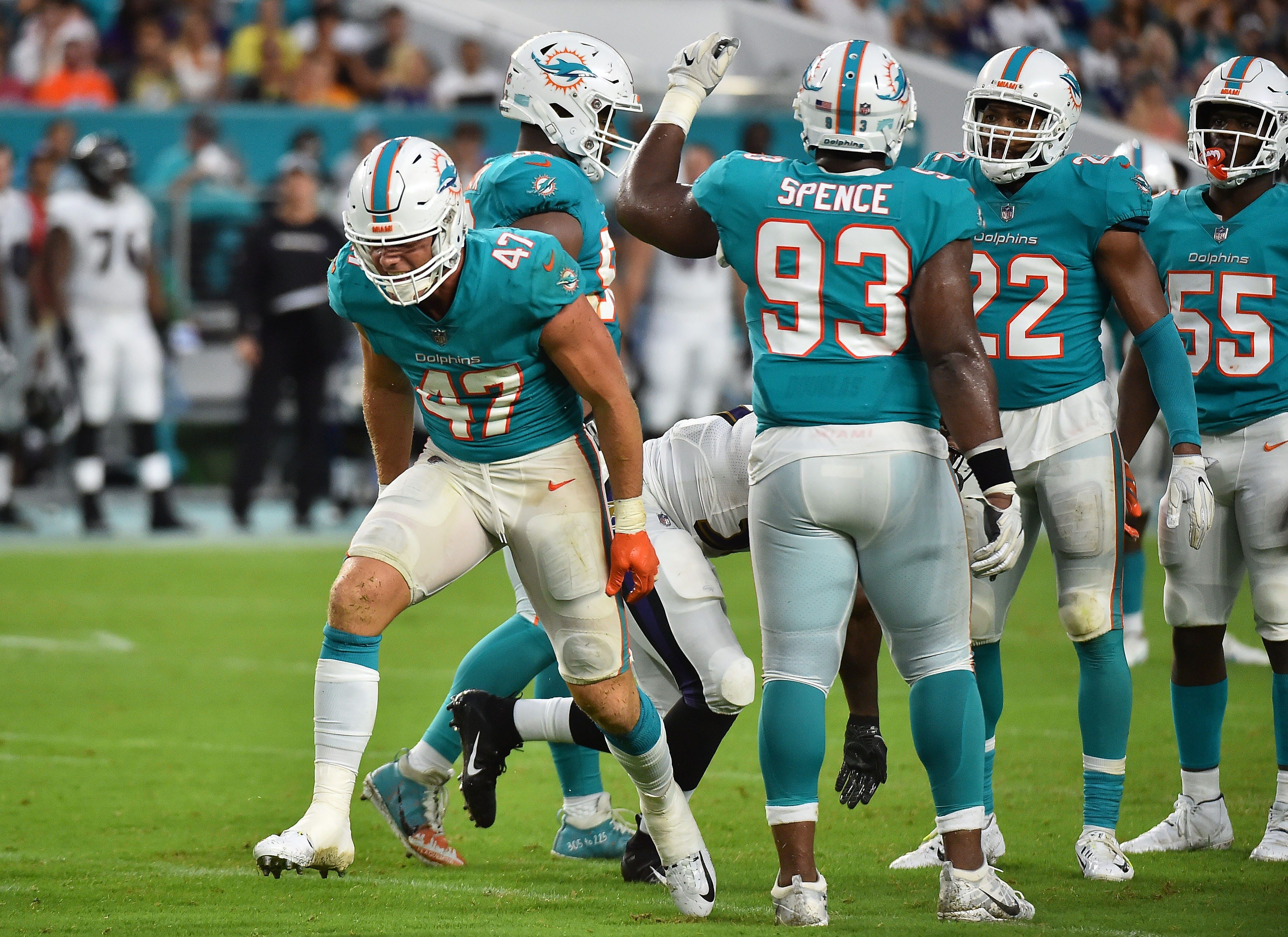 Dolphins LB Kiko Alonso accidentally ends up on wrong sideline after a tackle