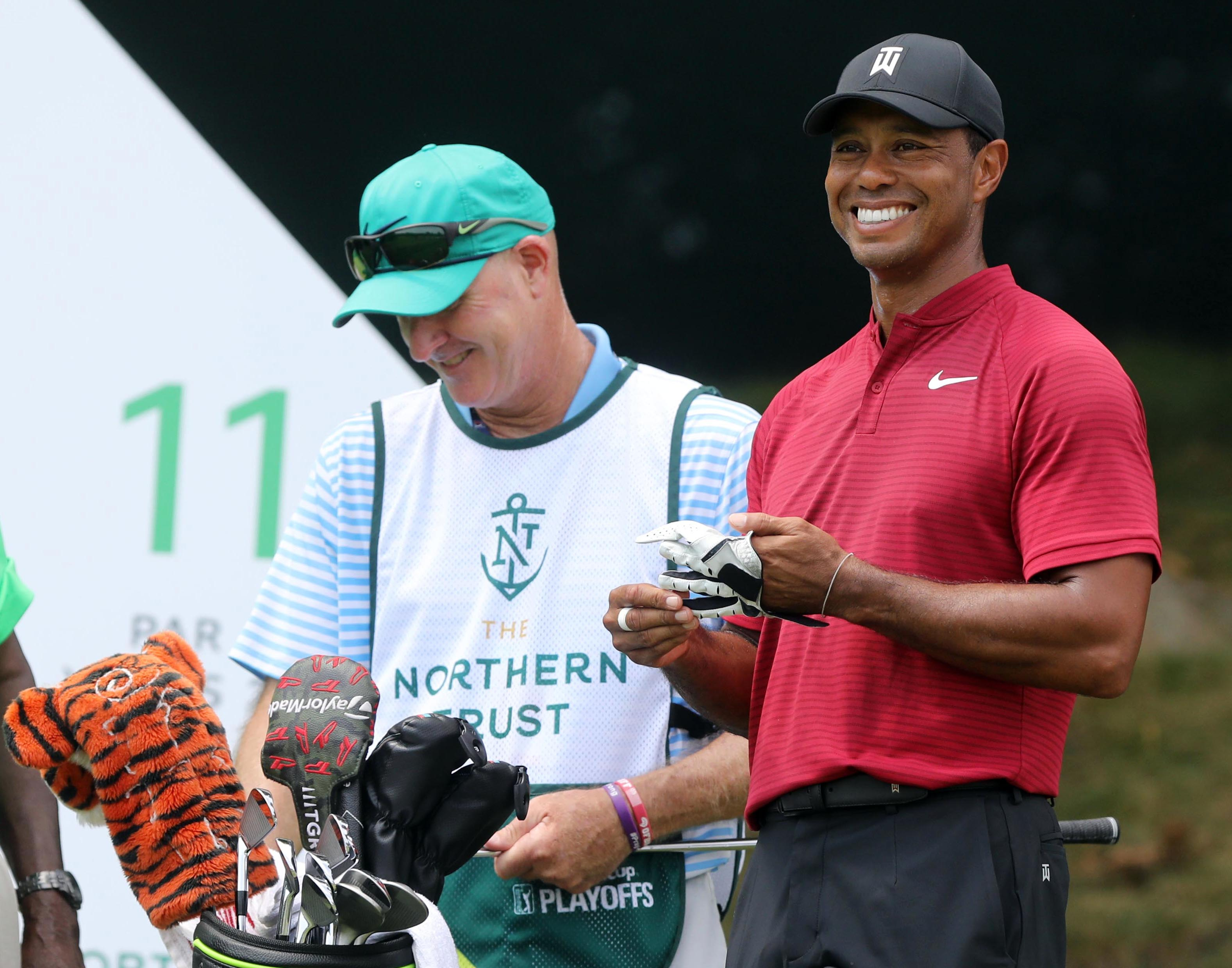 tiger woods can u0026 39 t roar with muted putter at northern trust