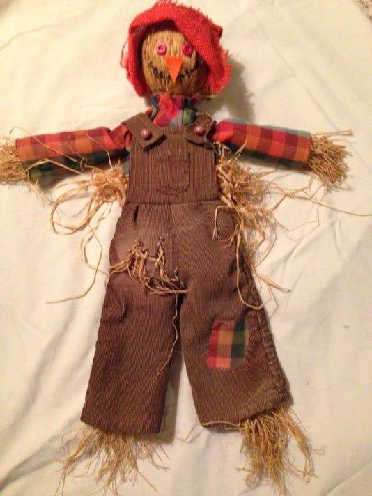 2018 Aug Huron Comeigs Co Bedspread Scarecrows 034