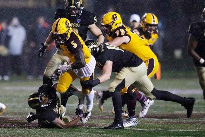 Jonathan Ward (5) can become Central Michigan's first two-time 1,000-yard rusher since Jerry Seymour (2003-04).