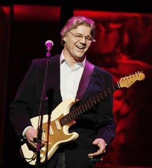Steve Miller receives the Golden Note Award and performs at ASCAP's 25th Annual Pop Music Awards in 2008.