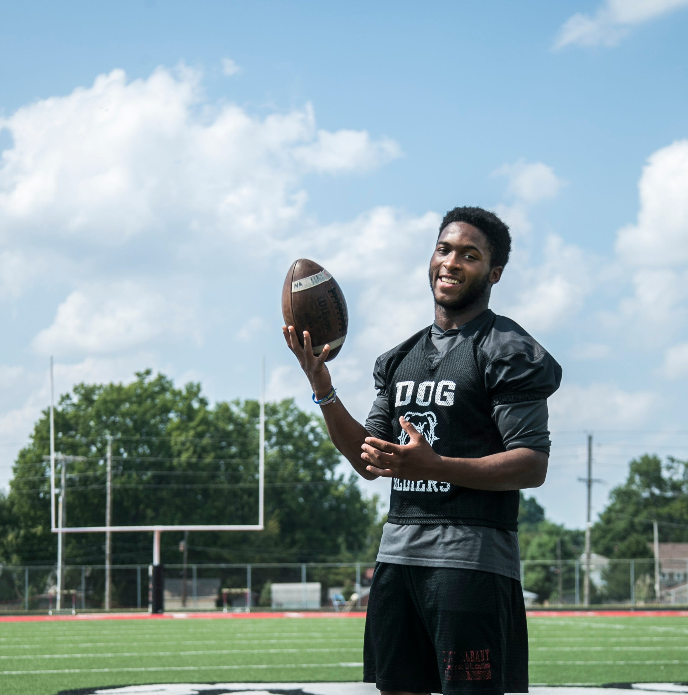 From linebacker to cheerleader, Koran Givens does it all at New Albany