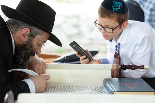 080918 Torahscroll 1