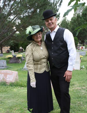 Dr. Eugene and Wendy Schmidt portray Farmington pioneers A.F. and Lucy Stump.