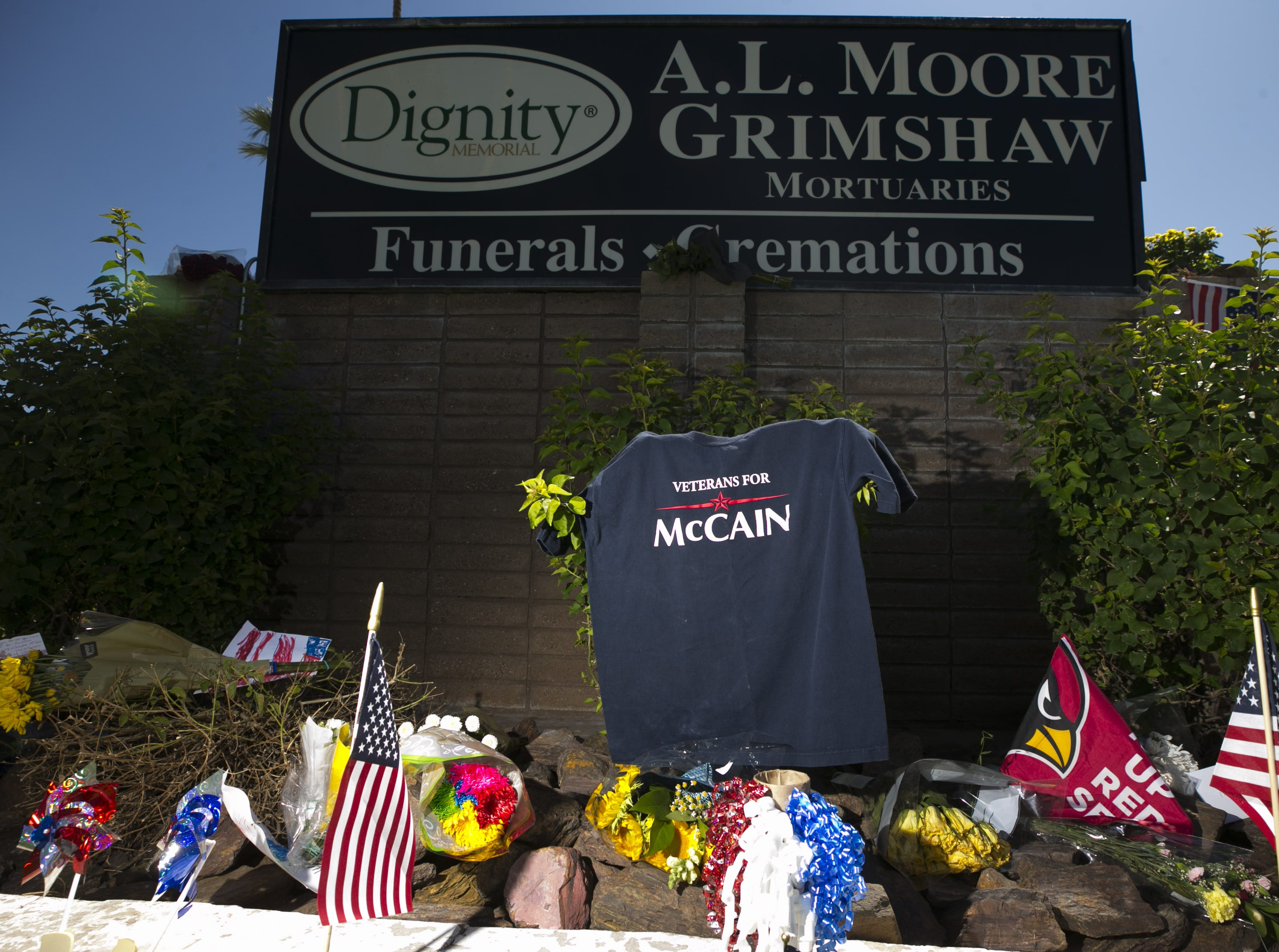 A memorial for Sen. John McCain at A.L. Moore-Grimshaw Mortuaries in Phoenix, on Aug. 27, 2018.