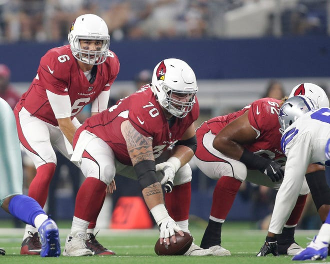 Arizona Cardinals quarterback Chad Kanoff (6) and center Evan Boehm (70) at the line of scrimmage in the third quarter against the Dallas Cowboys at AT&T Stadium. Check out where they are at on the Cardinals' depth chart this week.
