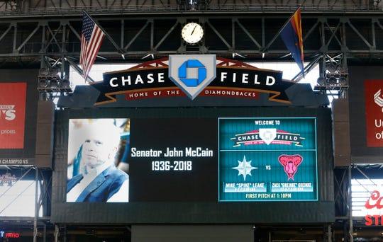 John McCain siempre fue uno amante de los deportes, en especial de los equipos de Arizona. En Chase Field le rindieron tributo.
