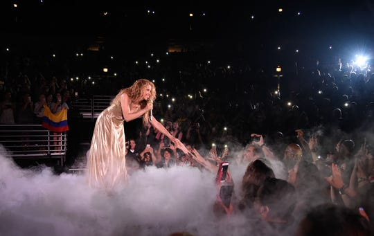 Shakira inició su gira mundial El Dorado en Estados Unidos en el United Center el 3 de agosto de 2018 en Chicago.