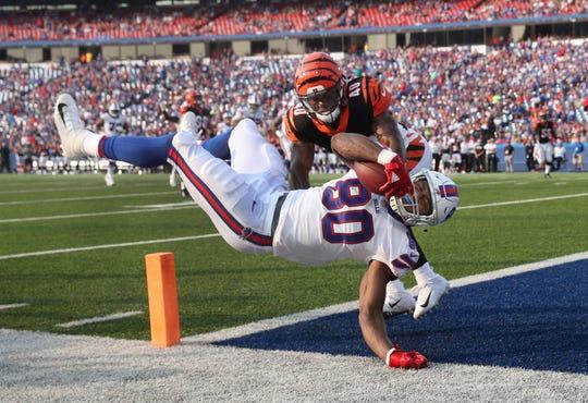 Bills tight end Jason Croom dives past Bengals Brandon Wilson to score on a 17 yard pass.