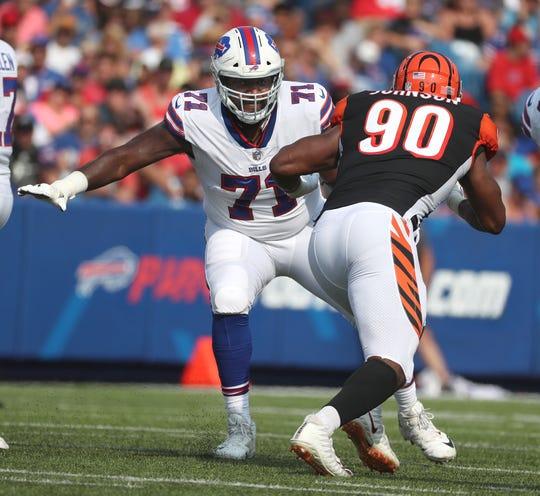 Bills offensive lineman Marshall Newhouse blocks Bengals Michael Johnson.