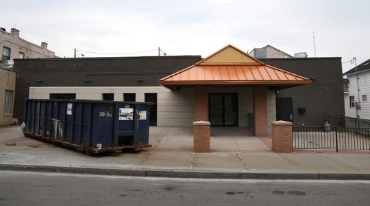 Mark Siwiec and Duffy Palmer are opening an upscale East End lounge in the former Pig -N- Whistle.