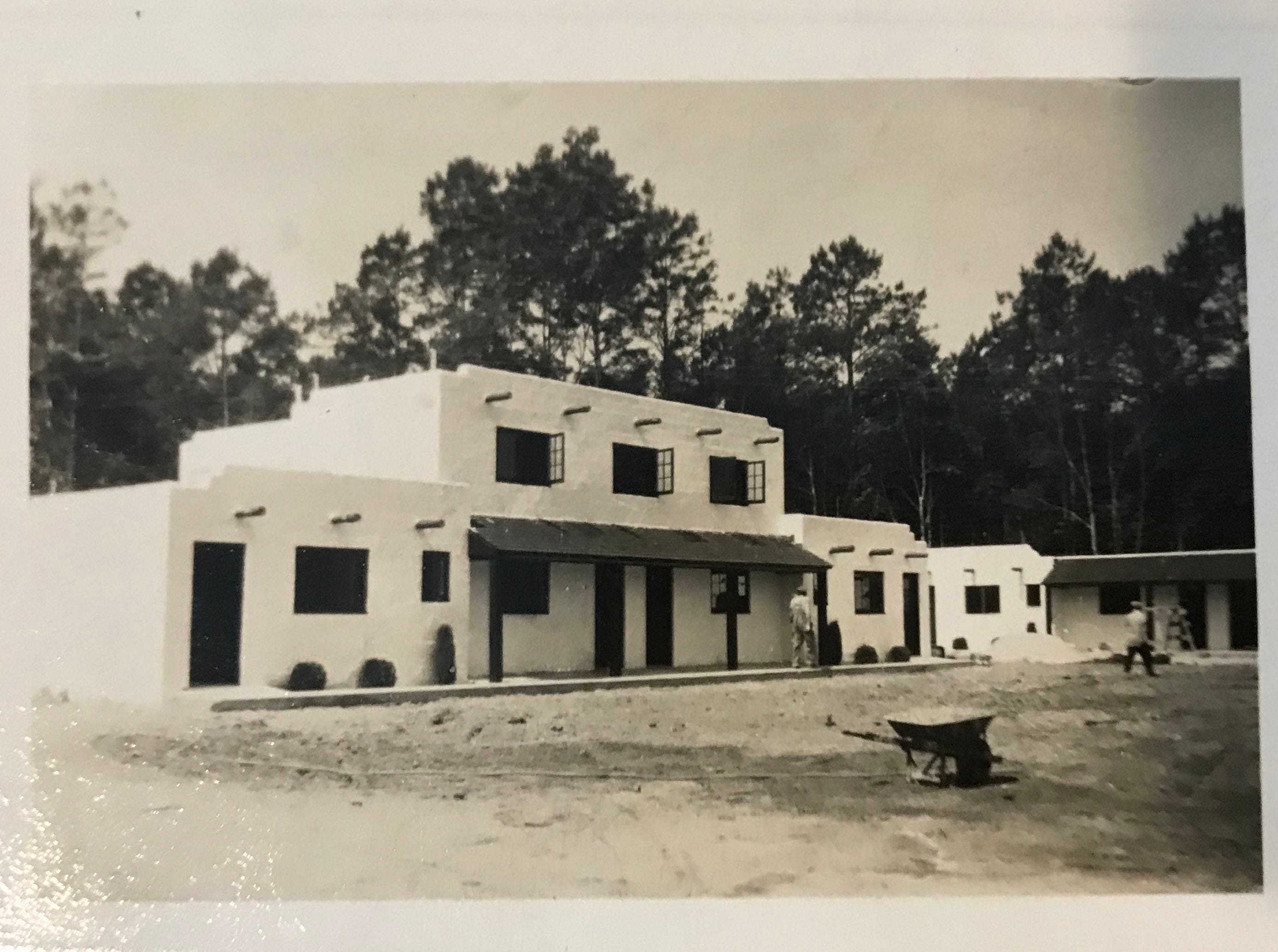 An old-time photo of the Alamo Court in West Ocean City when it was owned by Bill Weaver, beginning in 1946.