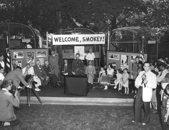 Flashbulbs popped and newsreel cameras whirled as Smokey was presented to the Washington Zoo.