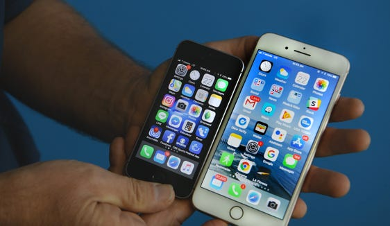 """8/26/18 11:25:49 PM --- FOR TALKING TECH COLUMN --- Los Angeles, CA, U.S.A.: Size matters when it comes to iPhones says USA TODAY's """"Talking Tech"""" columnist Jefferson Graham who predicts Apple will announce their biggest iPhone model. Photo by Robert Hanashiro, USA TODAY Staff"""
