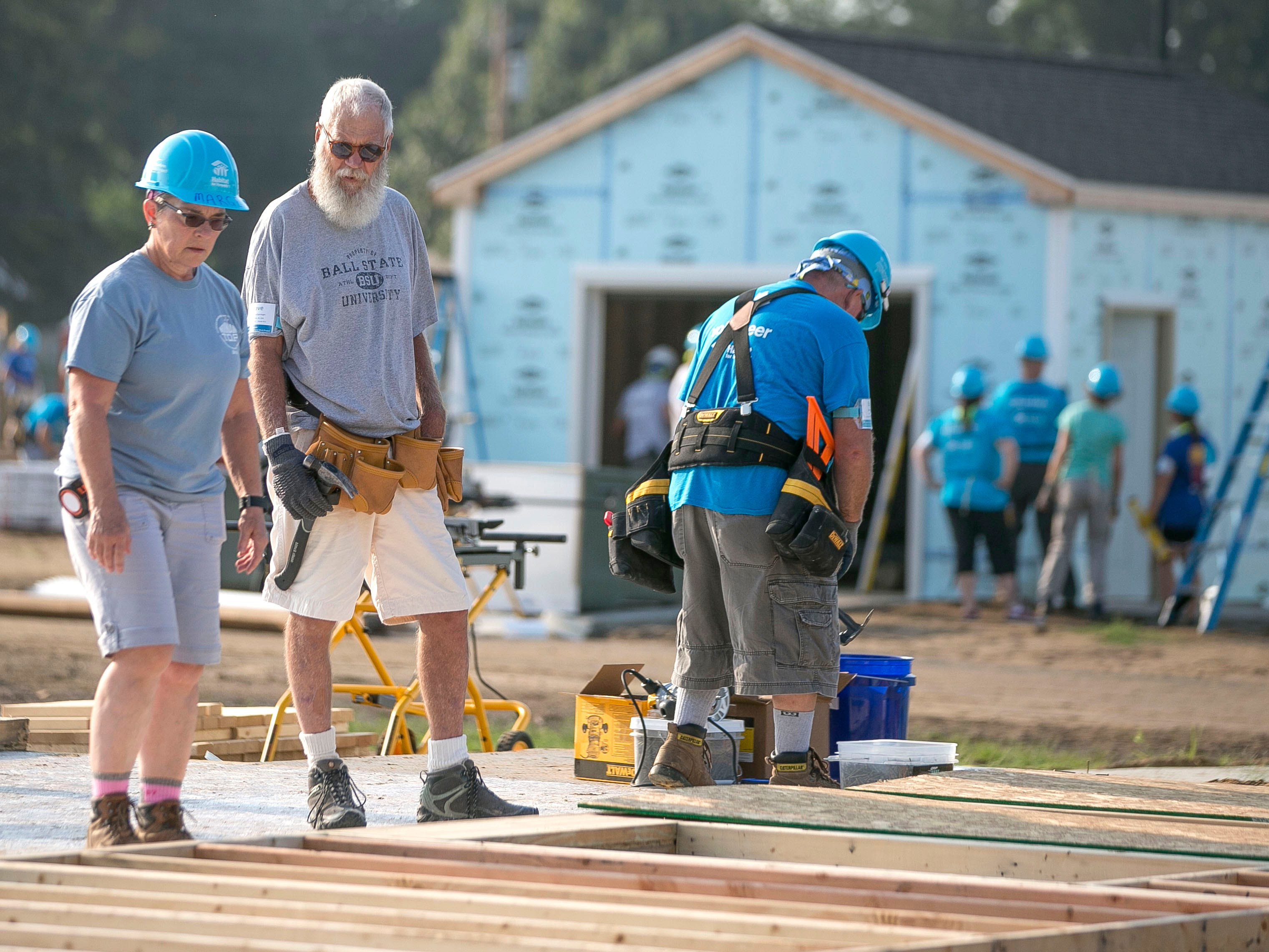 David Letterman can be seen volunteering on the first day of the weeklong Jimmy & Rosalynn Carter Work Project.