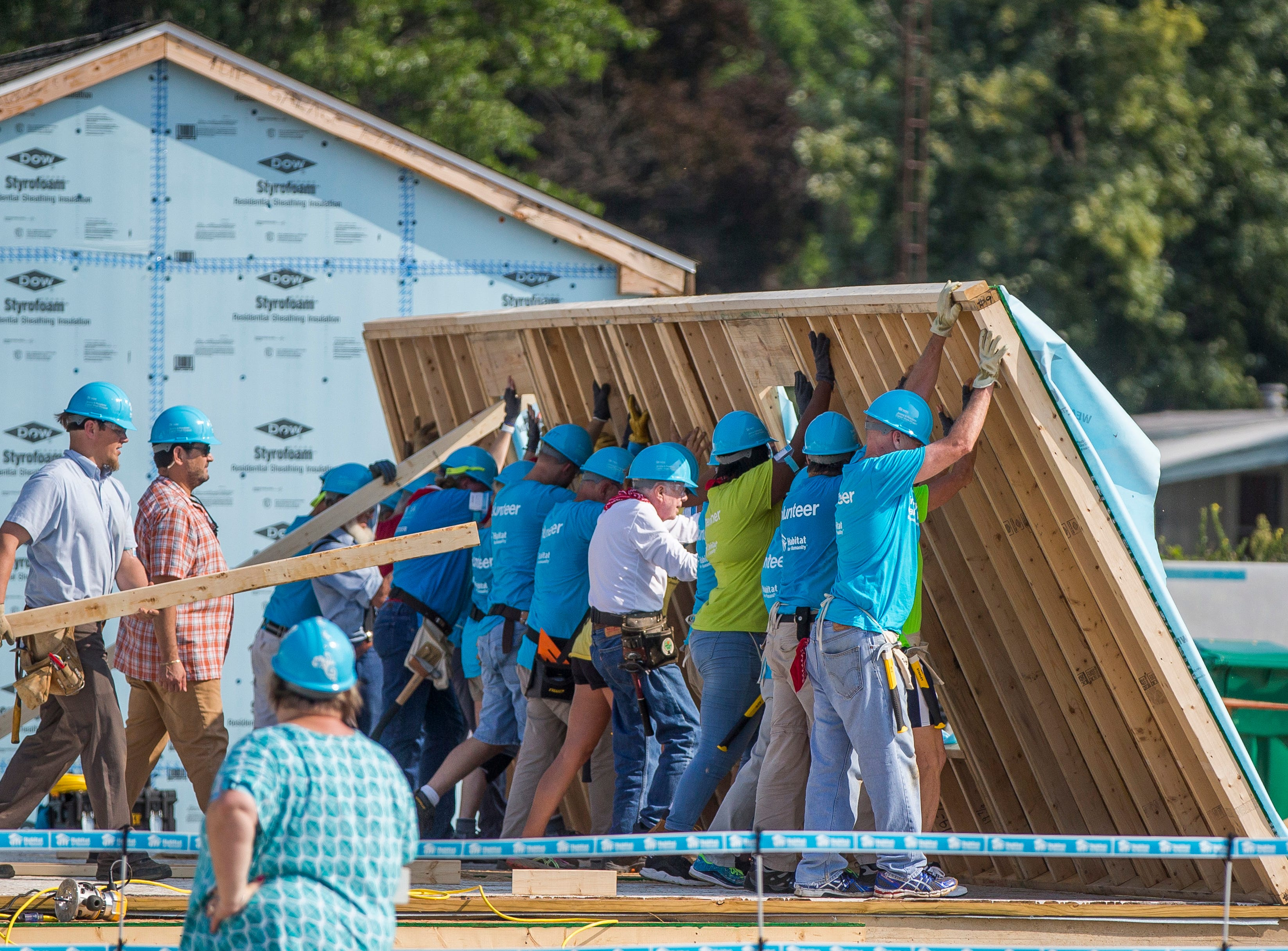Former President Jimmy Carter, center, works with other volunteers on site during the first day of the weeklong Jimmy & Rosalynn Carter Work Project on Monday, Aug. 27, 2018, in Mishawaka, Ind.