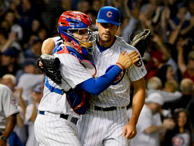 Victor Caratini congratulates Cole Hamels after Hamels pitched a complete game against the Cincinnati Reds at Wrigley Field on Aug. 23.