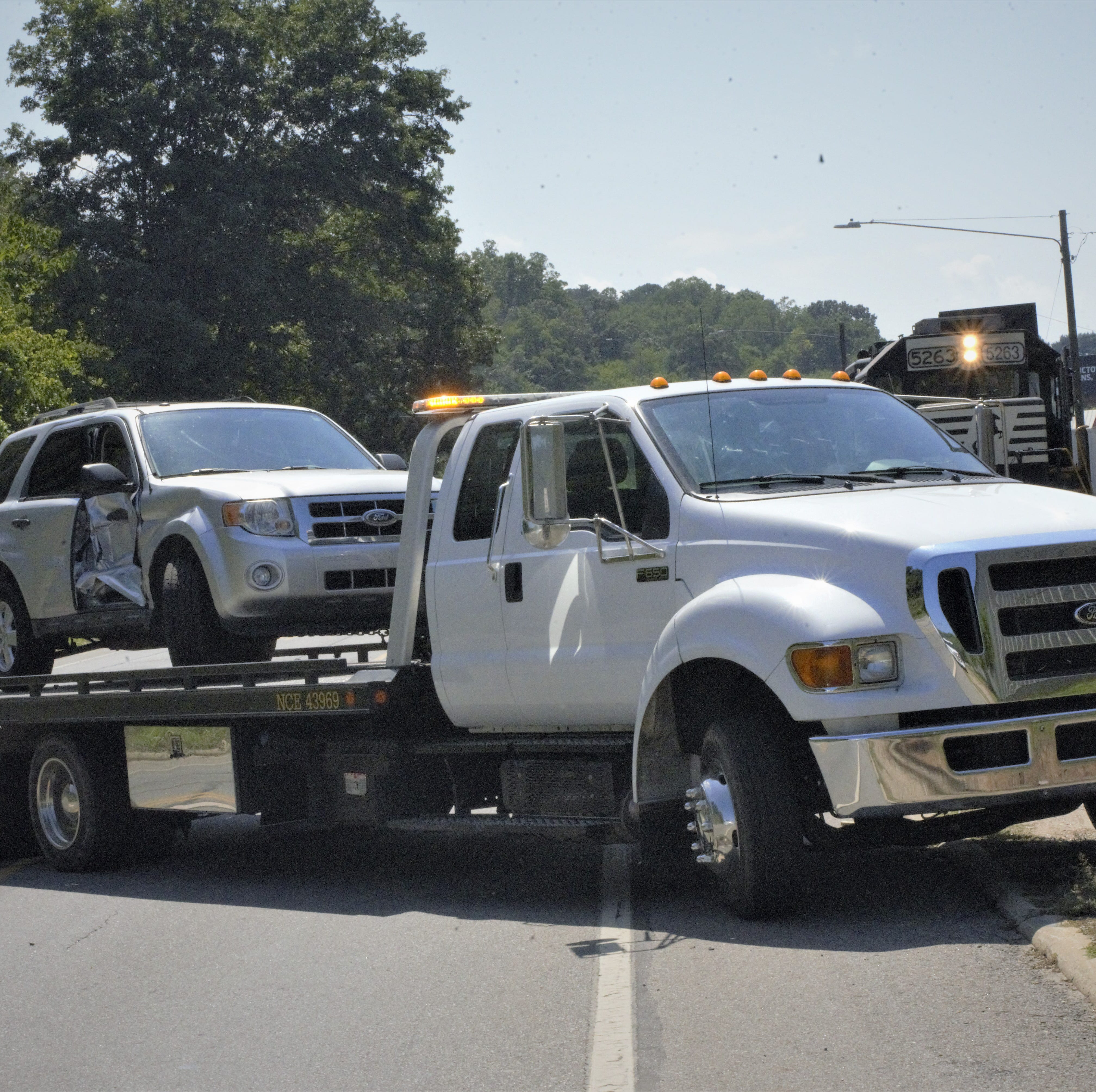 Tow-truck drivers, advocates seek law to make drivers move over a lane