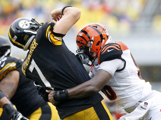 Pittsburgh Steelers quarterback Ben Roethlisberger (7) is brought down by Cincinnati Bengals defensive end Carlos Dunlap (96) after throwing a pass in the second quarter of the NFL Week 2 game between the Pittsburgh Steelers and the Cincinnati Bengals at Heinz Field in Pittsburgh on Sunday, Sept. 18, 2016.