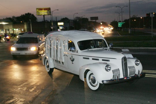 The vintage hearse carrying the body of Rosa Parks turns west onto 7 Mile Road from Woodward Ave. at 6:42 am on Wednesday, Nov. 2, 2005.