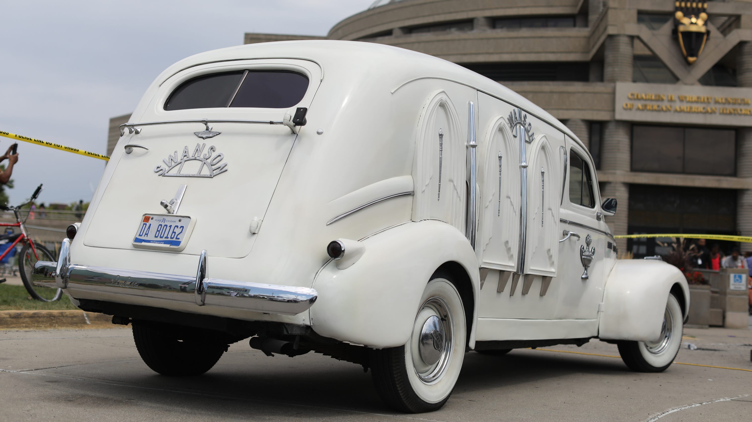 Classic 1940 lasalle hearse made by cadillac carries aretha franklin izmirmasajfo
