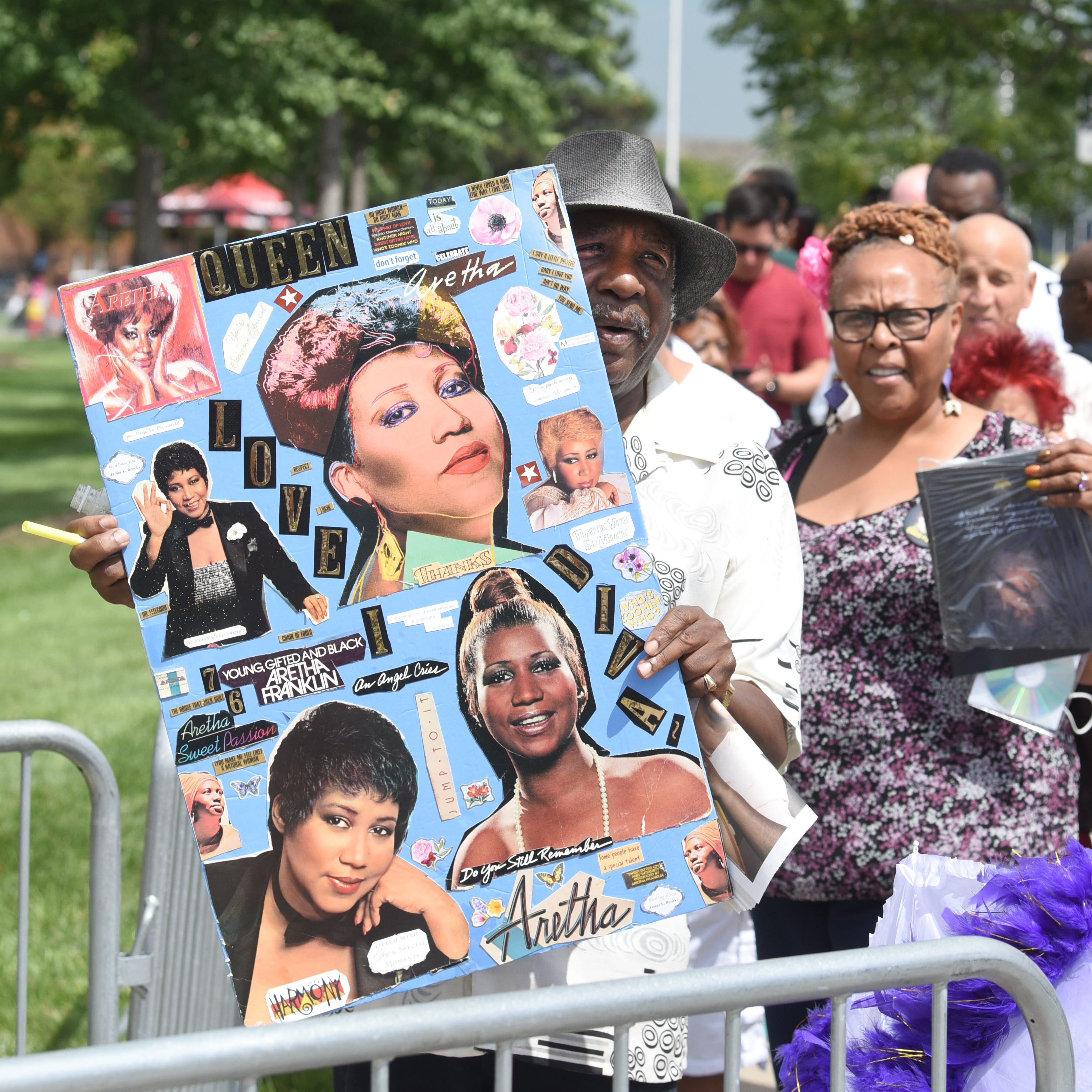 Thousands pay respects to Queen of Soul