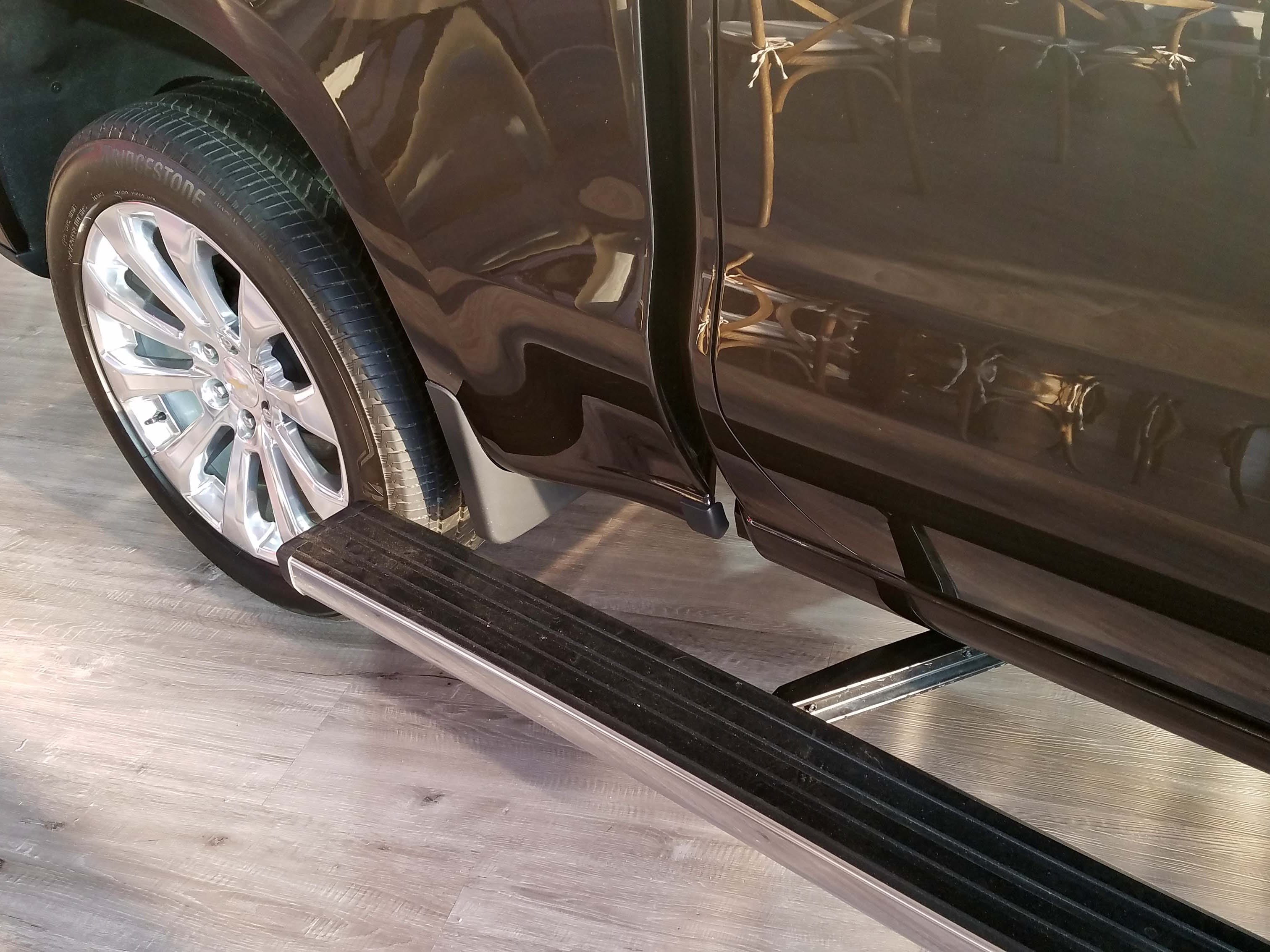 The upper trim, High Country model of the 2019 Chevy Silverado gets a swiveling lower step to aid access to the front of the pickup box.