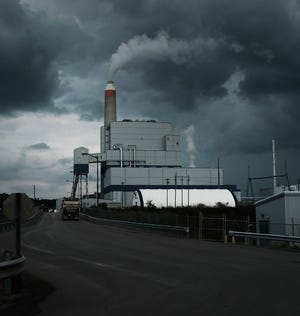 MAIDSVILLE, WV - AUGUST 21:  The Longview Power Plant,  a coal-fired plant, stands on August 21, 2018 in Maidsville, West Virginia. The plant's single unit generates 700 net megawatts of electricity from run-of-mine coal and natural gas. In a stop in West Virginia tonight, President Donald Trump is expected to announce a proposal to allow states to set their own emissions standards for coal-fueled power plants. Environmental activists say this would be a massive blow to reducing carbon emissions.  (Photo by Spencer Platt/Getty Images)