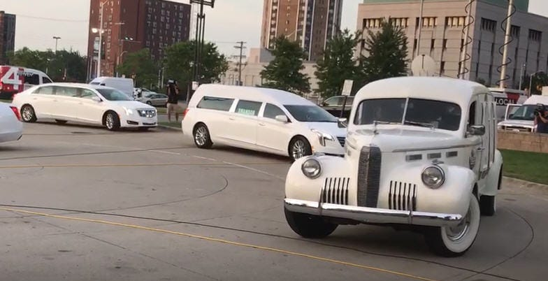 The hearse carrying Aretha Franklin's body comes on the 28th August 2018 at the Charles H. Wright Museum of African American History.