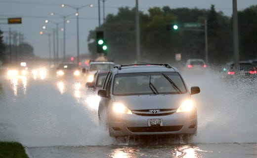 Traffic moves westward under tidal conditions along Northland Avenue Tuesday, August 28th 2018, in Appleton, Wisconsin. Dan Powers / USA TODAY NETWORK-Wisconsin