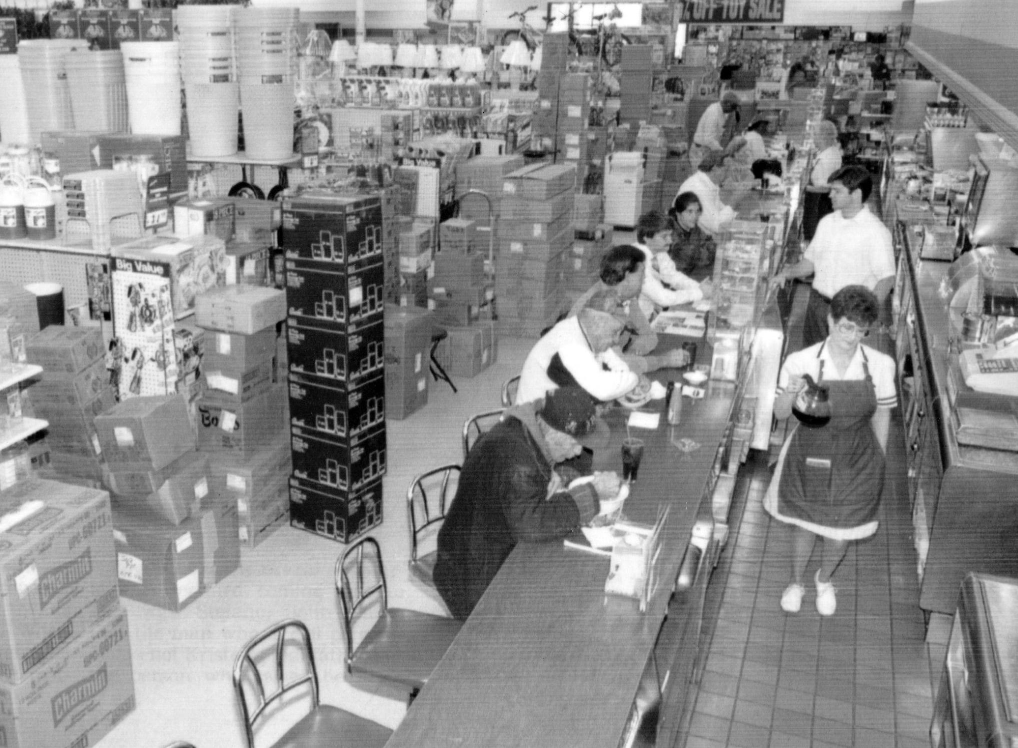Customers come to the Woolworths at 7150 E. Washington St for a final meal at its lunch counter in Oct 1993.