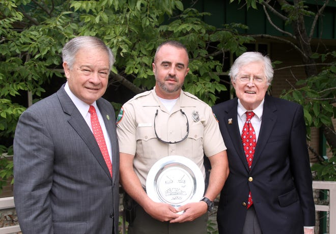 Sumner County wildlife officer Eric Anderson (center) received the 2017 Tennessee Wildlife Officer of the Year Award.