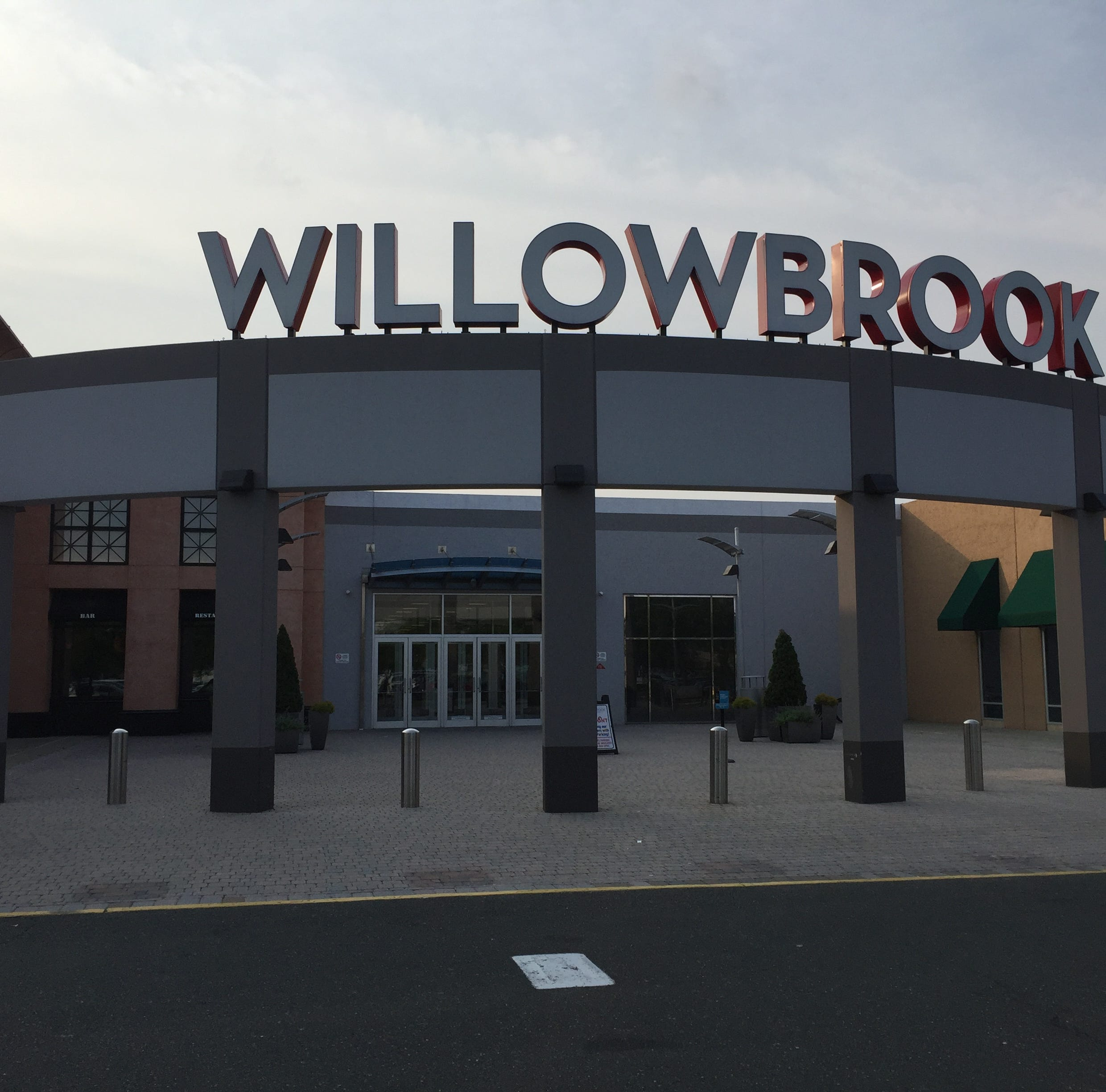 Willowbrook Mall threats deemed not credible