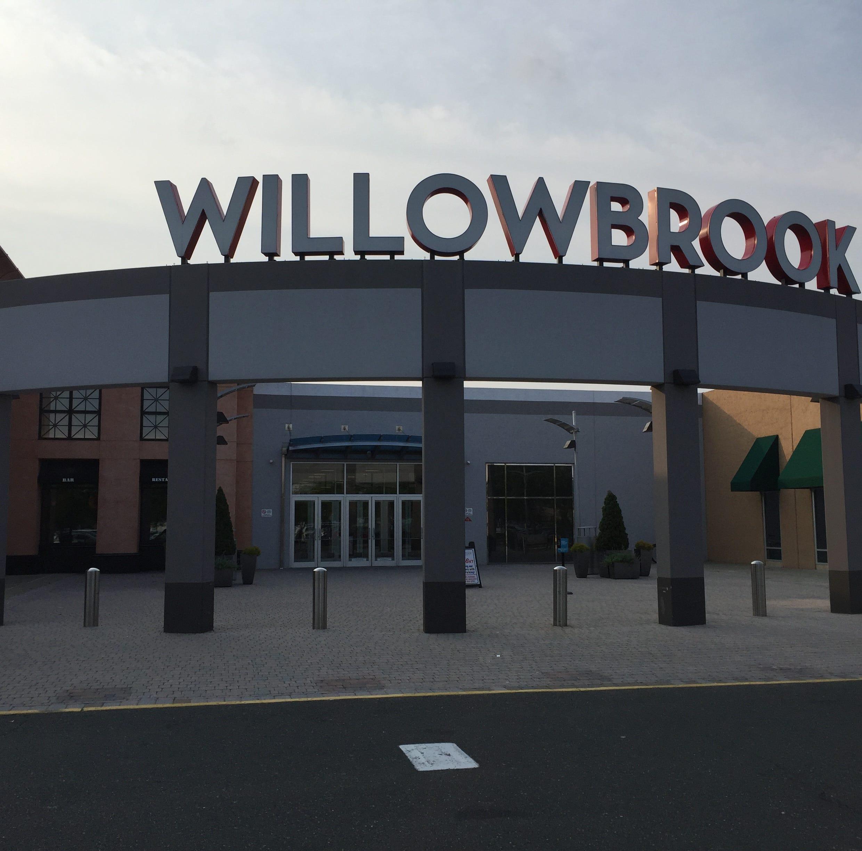 Willowbrook Mall threats deemed not credible