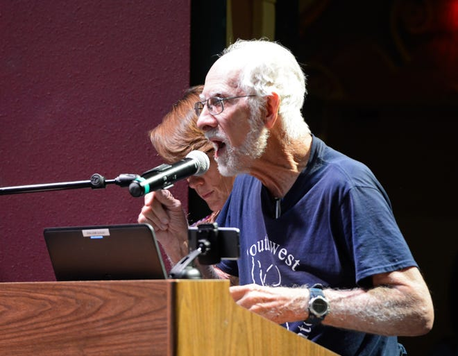 Parkinson's sufferer John Hamilton urges the Las Cruces City Council to halt the use of chemical pesticides and herbicides during a work session on Monday, Aug. 27, 2018.