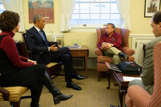 Arturo Rodriguez, in red shirt, speaks with President Barack Obama.