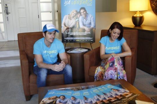 """Mauricio Ochmann y Fernanda Castillo durante la promoción de la cinta """"Ya Veremos"""" en Phoenix, Arizona."""