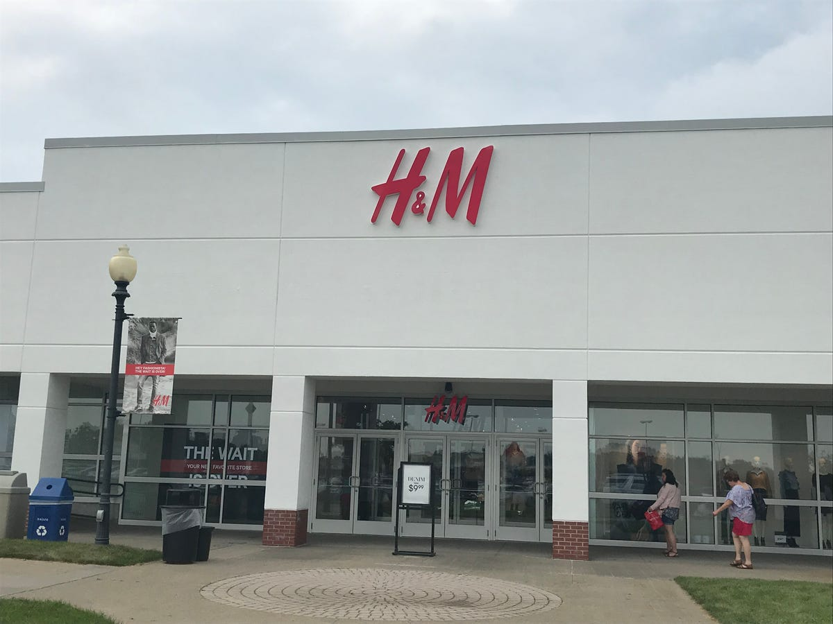 H&M opens at Waterloo Premium Outlets