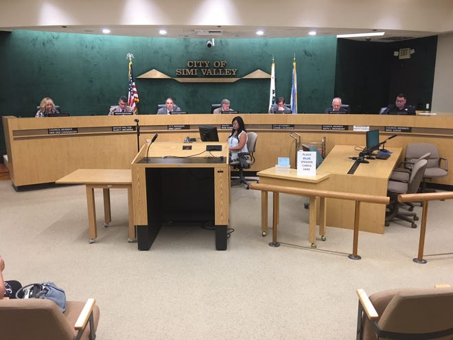 Threatened with a lawsuit by a Latino voter participation group, the Simi Valley City Council this week unanimously votedto start the process of transitioning from the city's current at-large system of electing council members to a district-by-district system.