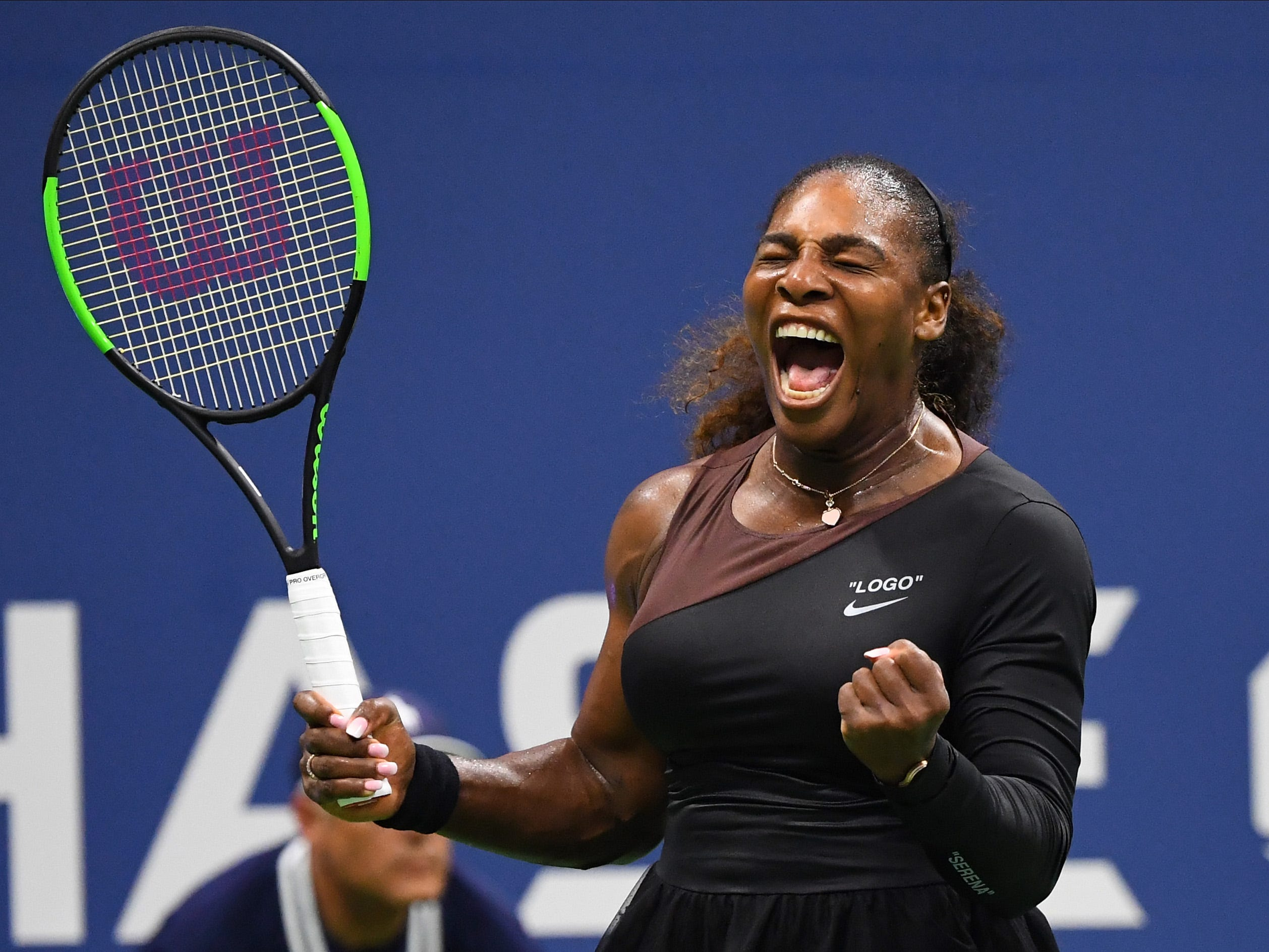 Serena Williams, in her return to the US Open (she missed last year because of the soon-to-arrive birth of her daughter), had not trouble with Magda Linette of Poland in a 6-4, 6-0 win.
