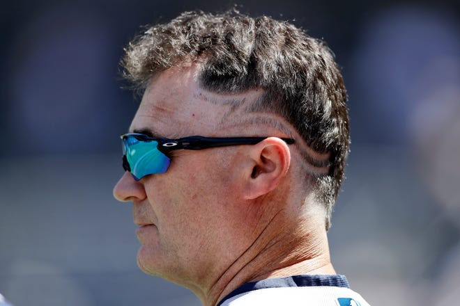 Mariners manager Scott Servais got a haircut before Tuesday's game against San Diego, paying off a preseason bet with closer Edwin Diaz.