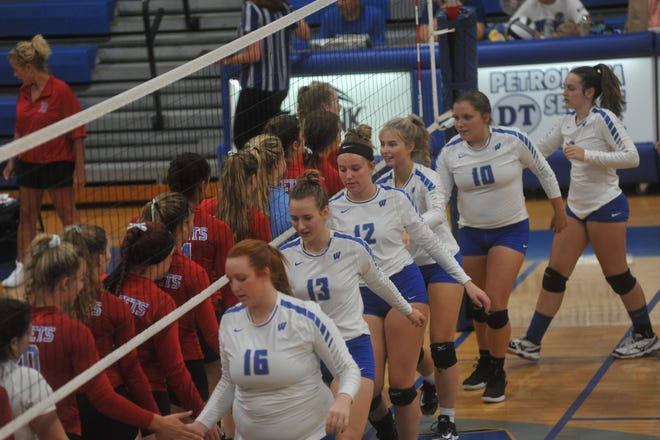 Ridgedale and Wynford greet each other before the match.