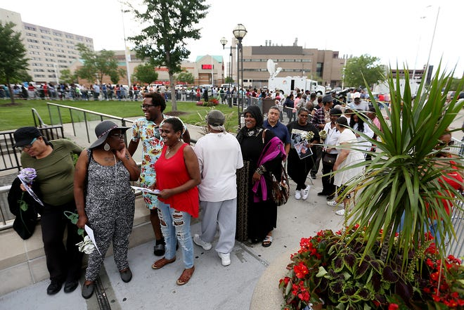 The front of the line on the second day of a public viewing for Franklin at the Charles H. Wright Museum of African American History in Detroit on Wednesday, Aug. 29, 2018.