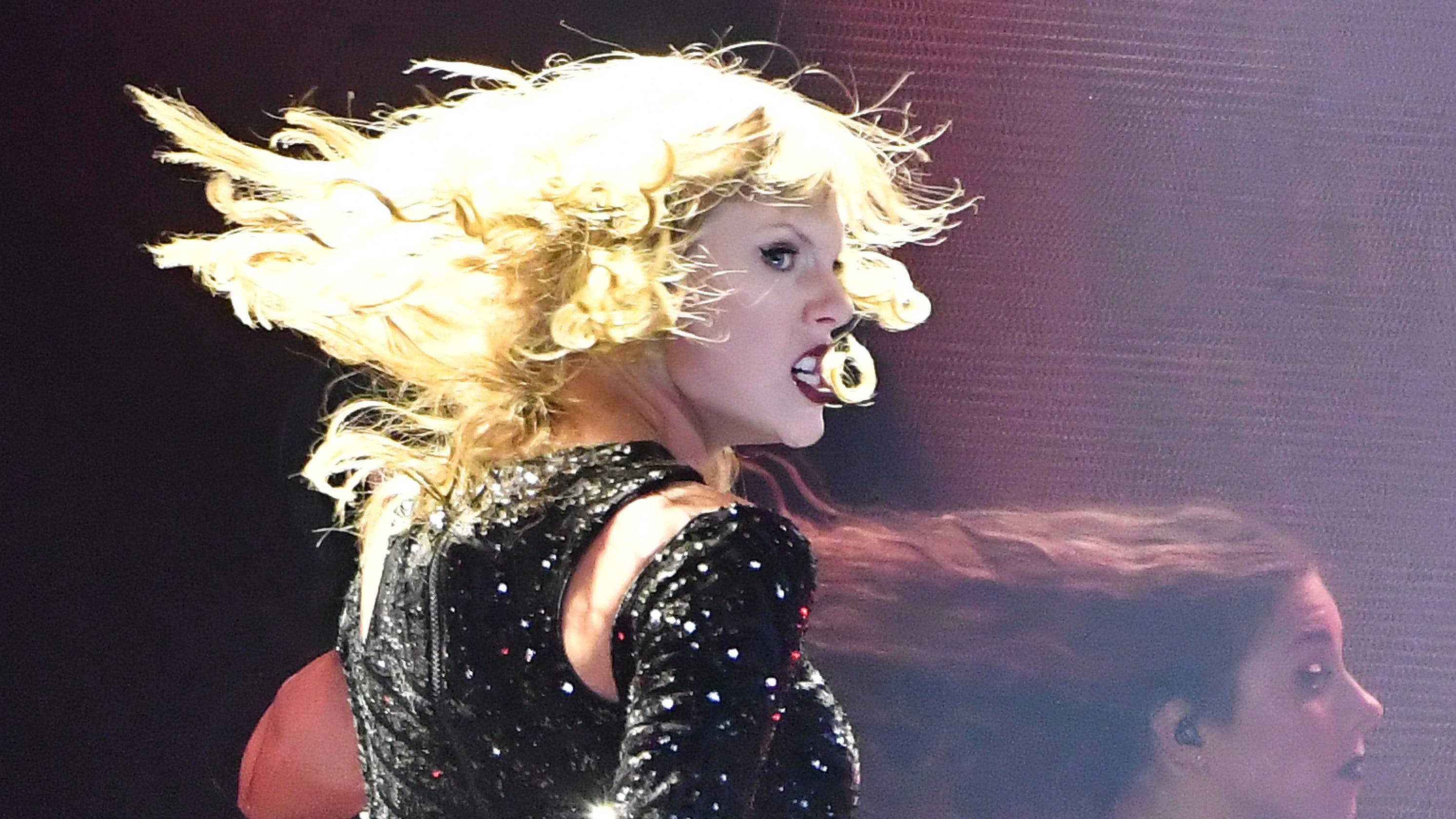 Taylor swift brings her reputation tour to detroit stopboris Image collections