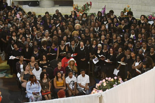 Hundreds of Delta Sigma Theta sisters stand surrounding Franklin's family and friends.